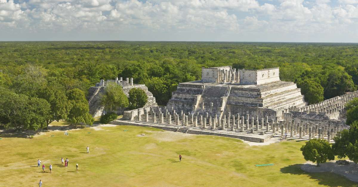 'Drone shot in Chichen Itza: The temple of the warriors